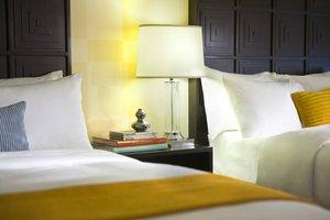 Room - Renaissance Woodbridge Hotel Iselin