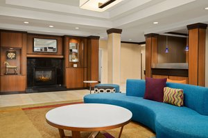 Lobby - Fairfield Inn & Suites by Marriott Weirton