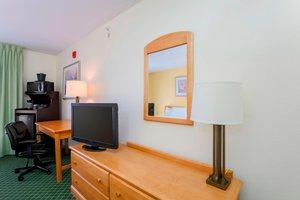Room - Fairfield Inn & Suites by Marriott St Clairsville