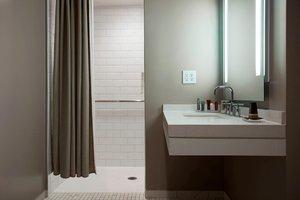 Room - Marriott Hotel & Conference Center Adelphi