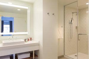 Suite - Marriott Hotel & Conference Center Adelphi