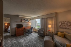 Suite - Courtyard by Marriott Hotel Chevy Chase