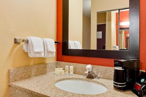 Room - Courtyard by Marriott Hotel Midway Bedford Park
