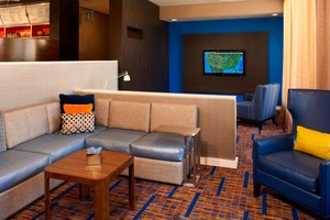 Lobby - Courtyard by Marriott Hotel Warren