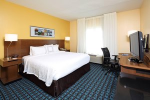 Room - Fairfield Inn & Suites by Marriott Airport Newark