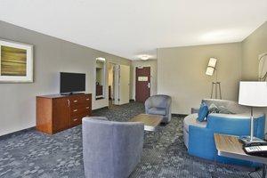 Suite - Courtyard by Marriott Beachfront Hotel Gulfport