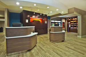Lobby - Courtyard by Marriott Beachfront Hotel Gulfport