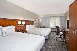 Room - Courtyard by Marriott Beachfront Hotel Gulfport