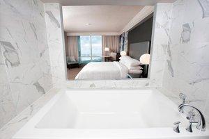 Room - Marriott Gateway on the Falls Hotel Niagara Falls