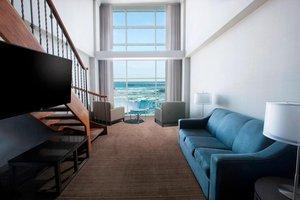 Suite - Marriott Gateway on the Falls Hotel Niagara Falls