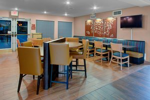 Restaurant - TownePlace Suites by Marriott Wichita