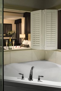 Room - Hotel Blackhawk Davenport