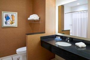 - Fairfield Inn & Suites by Marriott Niagara Falls