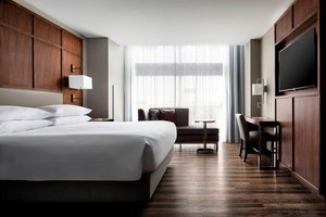 Room - Marriott Hotel Capitol District Downtown Omaha
