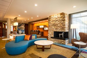 Lobby - Fairfield Inn & Suites by Marriott Cambridge