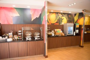 Restaurant - Fairfield Inn & Suites by Marriott Cambridge