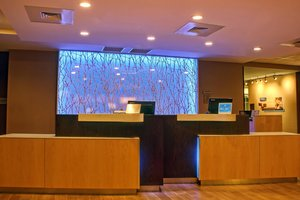 Lobby - Fairfield Inn & Suites by Marriott Reading