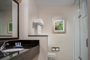 Room - Fairfield Inn & Suites by Marriott London