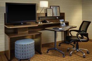 Suite - Fairfield Inn & Suites by Marriott London