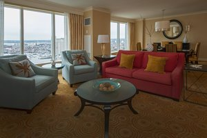 Suite - Marriott Waterfront Hotel Baltimore