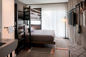 Room - Moxy Hotel by Marriott Downtown Chicago