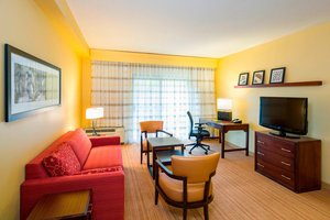 Suite - Courtyard by Marriott Hotel Brandywine Wilmington
