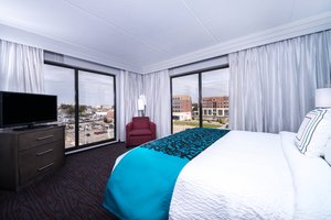 Suite - Courtyard by Marriott Hotel Downtown Wilmington