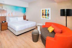 Room - Courtyard by Marriott Hotel Downtown Santa Monica