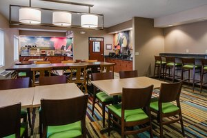 Restaurant - Fairfield Inn & Suites by Marriott Airport Kansas City