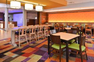 Restaurant - Fairfield Inn & Suites by Marriott Calhoun