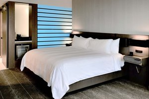 Room - Renaissance Hotel Downtown Reno