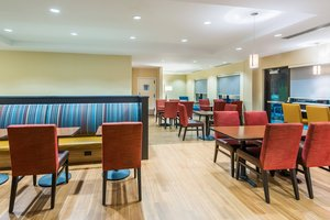 Restaurant - TownePlace Suites by Marriott Airport Latham