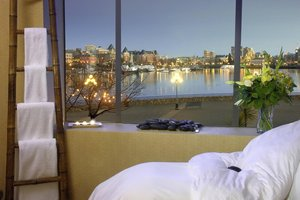 Spa - Delta Hotel by Marriott Victoria Ocean Pointe Resort