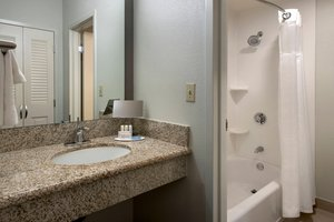 Room - Courtyard by Marriott Hotel Norwood