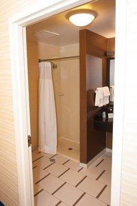 - Fairfield Inn & Suites by Marriott South Akron