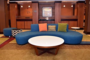 Lobby - Fairfield Inn & Suites by Marriott Carlisle