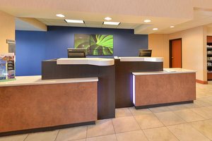 Lobby - Fairfield Inn & Suites by Marriott Aurora