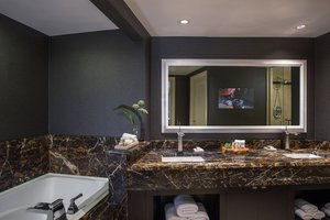 Suite - Renaissance Raleigh Hotel At North Hills