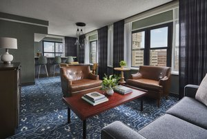 Suite - Graduate Hotel Minneapolis