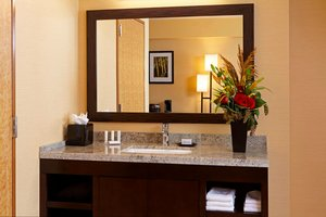 Room - Courtyard by Marriott Hotel LAX Airport Los Angeles