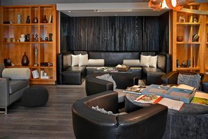 Lobby - Renaissance Hotel Airport Edmonton