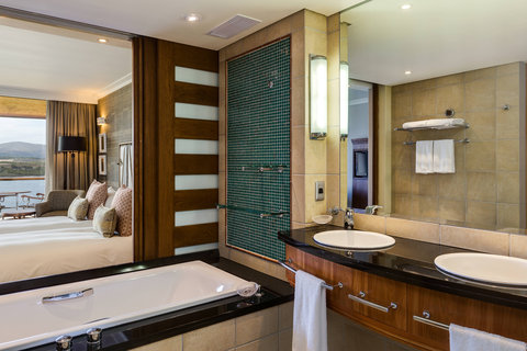 Grand Deluxe Guest Room - Bathroom