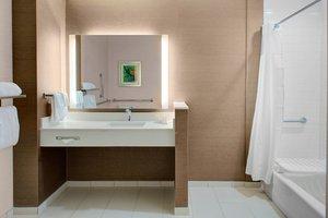 - Fairfield Inn & Suites by Marriott Bakersfield
