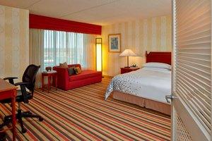 Suite - Renaissance Hotel Airport Philadelphia