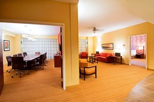 Suite - Courtyard by Marriott Hotel East Ottawa