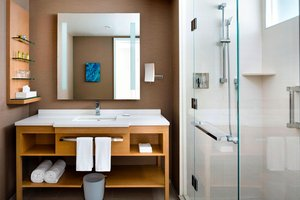 Room - Delta Hotel by Marriott Downtown Toronto