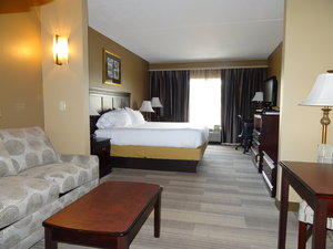 Suite - Holiday Inn Express Hotel & Suites Tuscaloosa