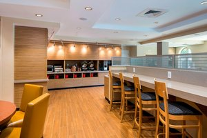 Restaurant - TownePlace Suites by Marriott Estero