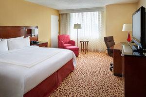 Room - Marriott Hotel Airport Cleveland