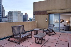 Suite - Courtyard by Marriott Hotel Downtown Detroit
